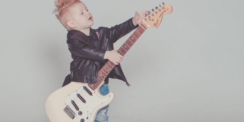 bebe avec guitare